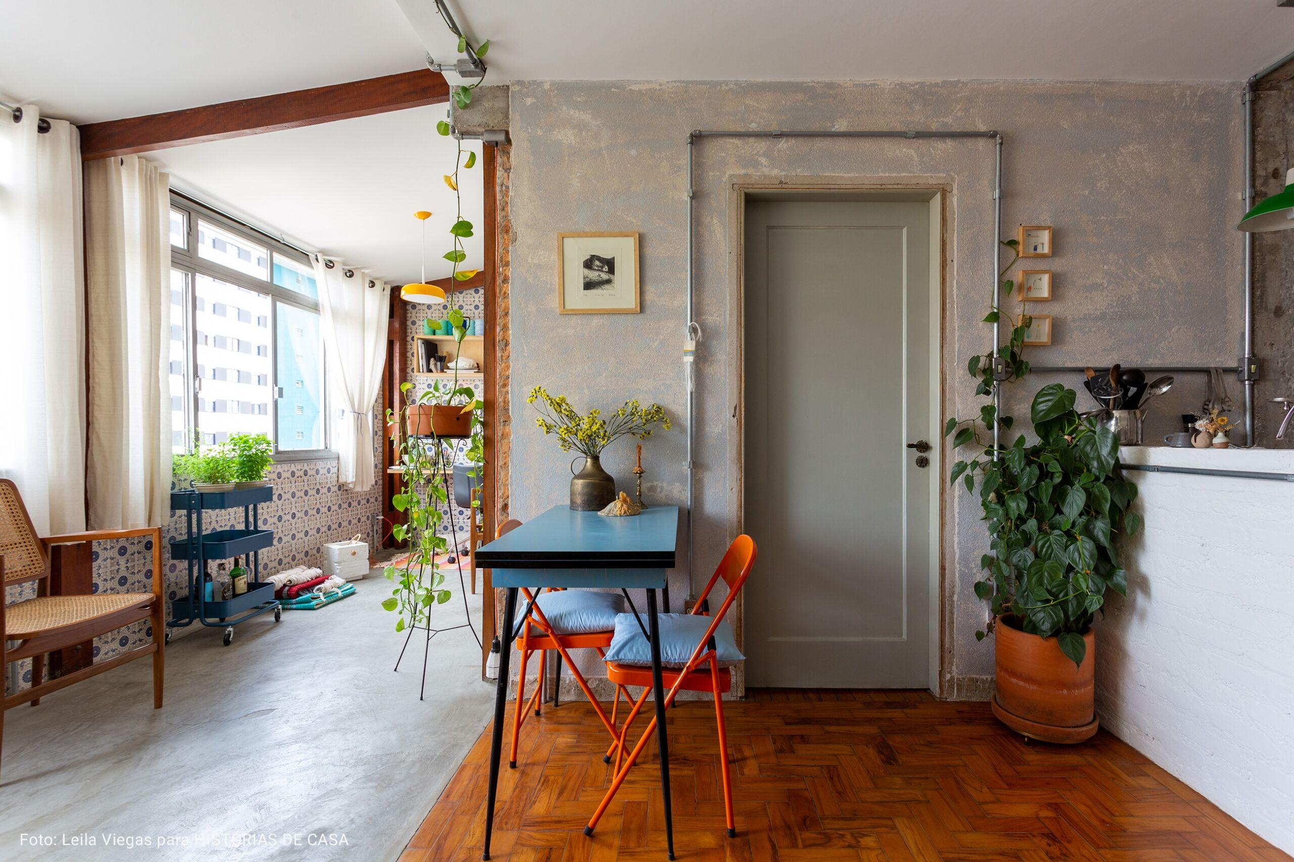 sala com parede de concreto