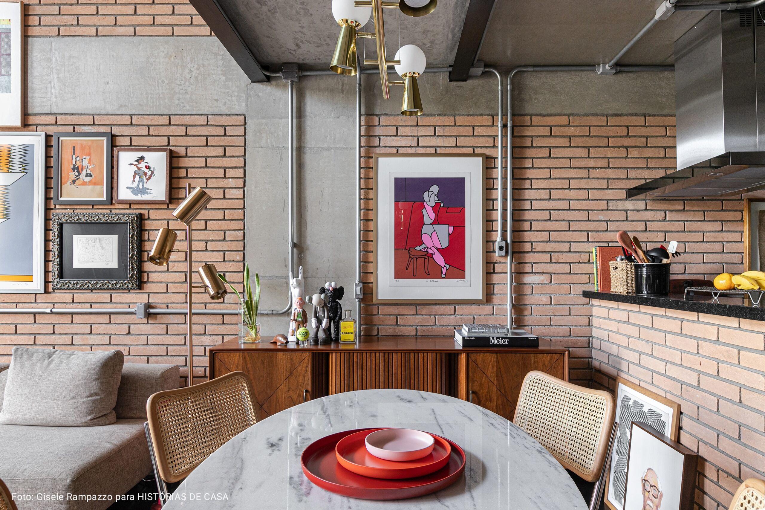 cozinha com mesa oval branca