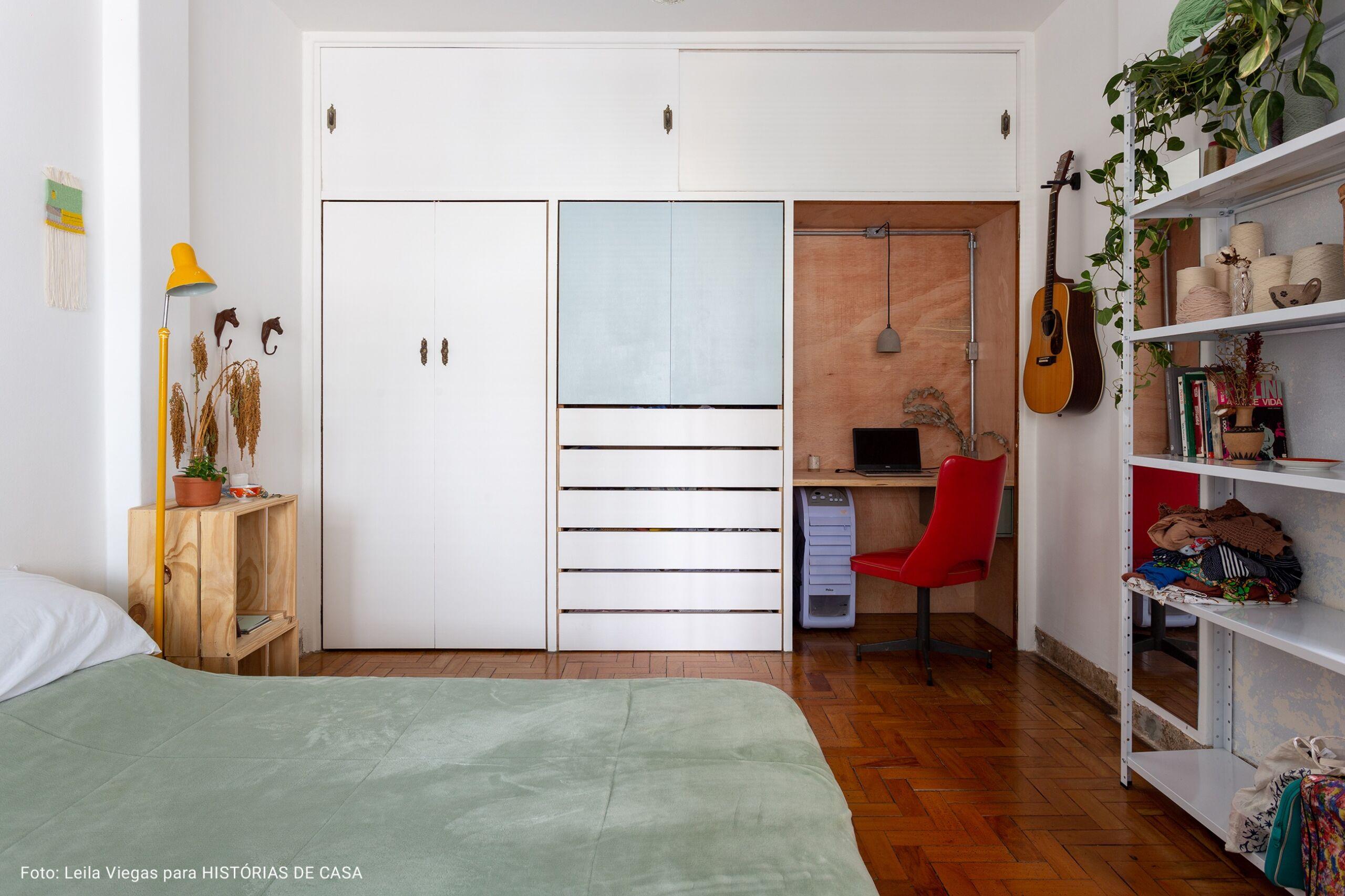 quarto com home office embutido