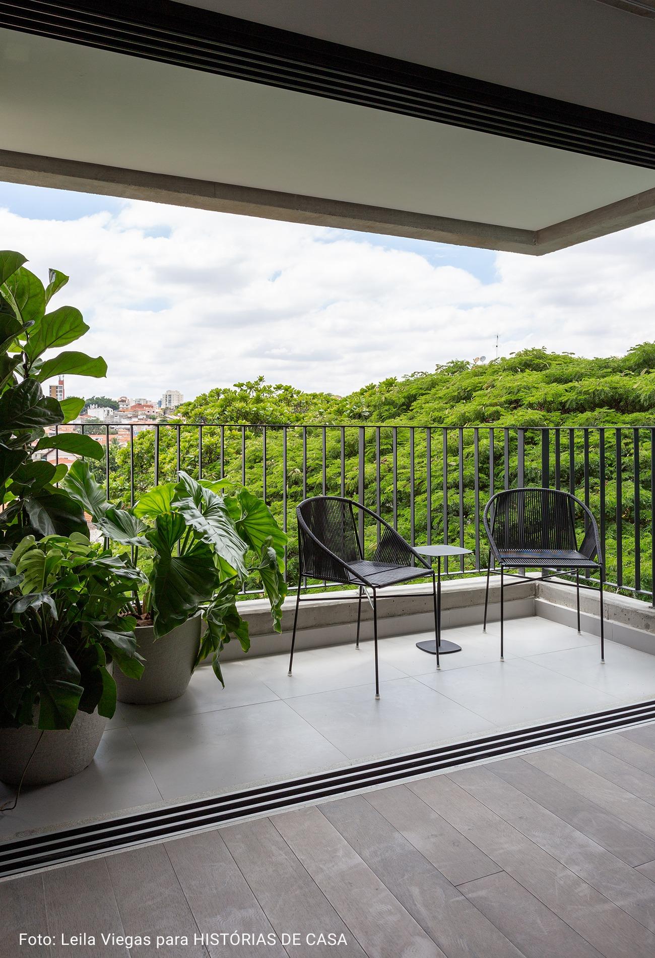 varanda com vista arborizada