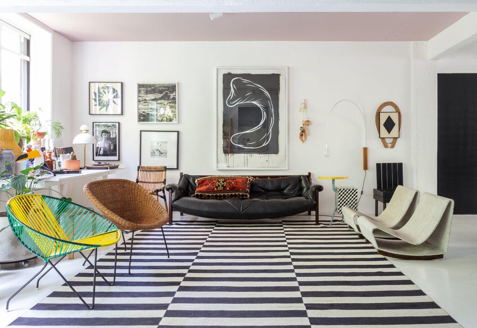 Apartamento do Maurício Arruda, sala integrada com teto rosa