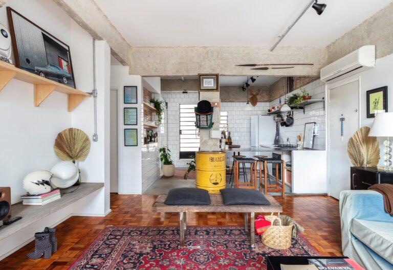 sala de estar com pilastra de concreto