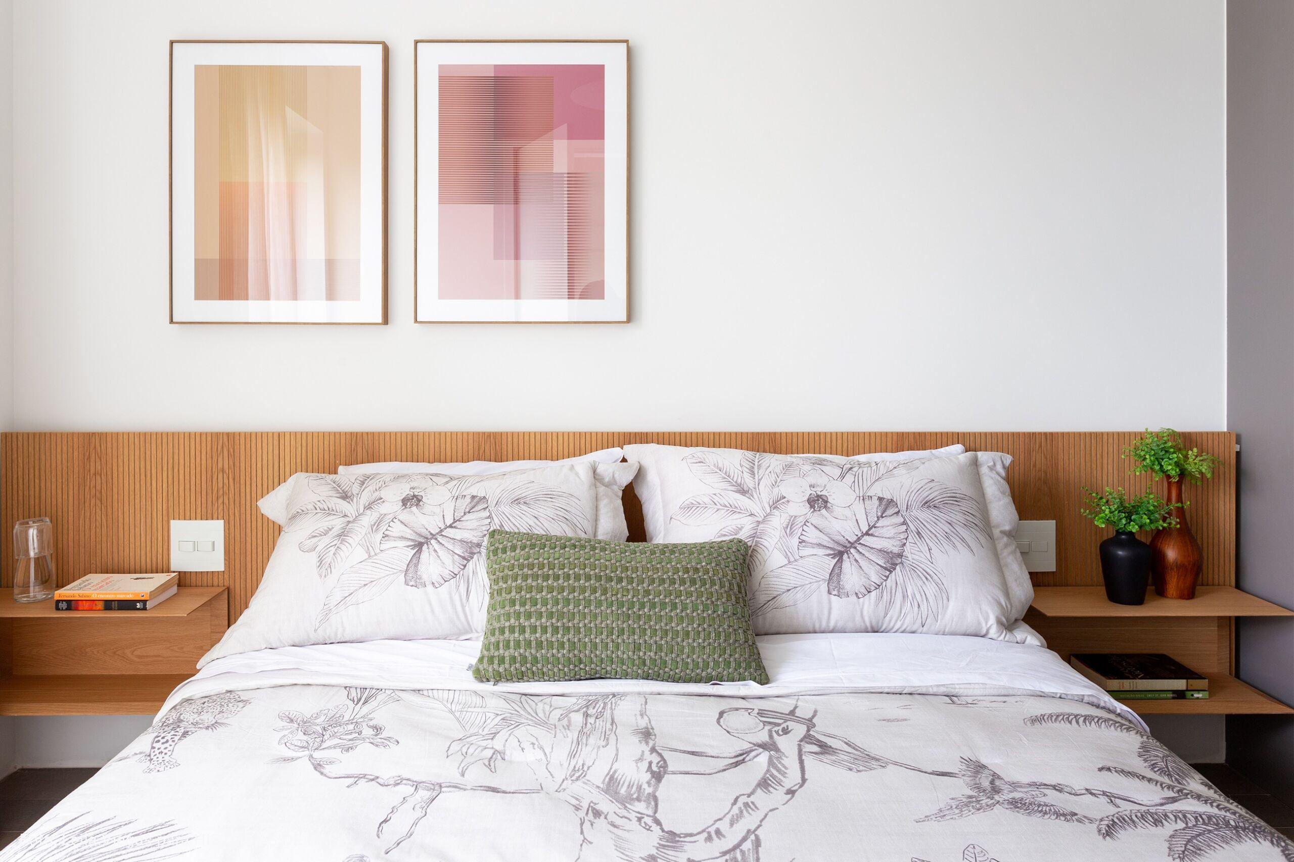 quarto com quadros minimalistas