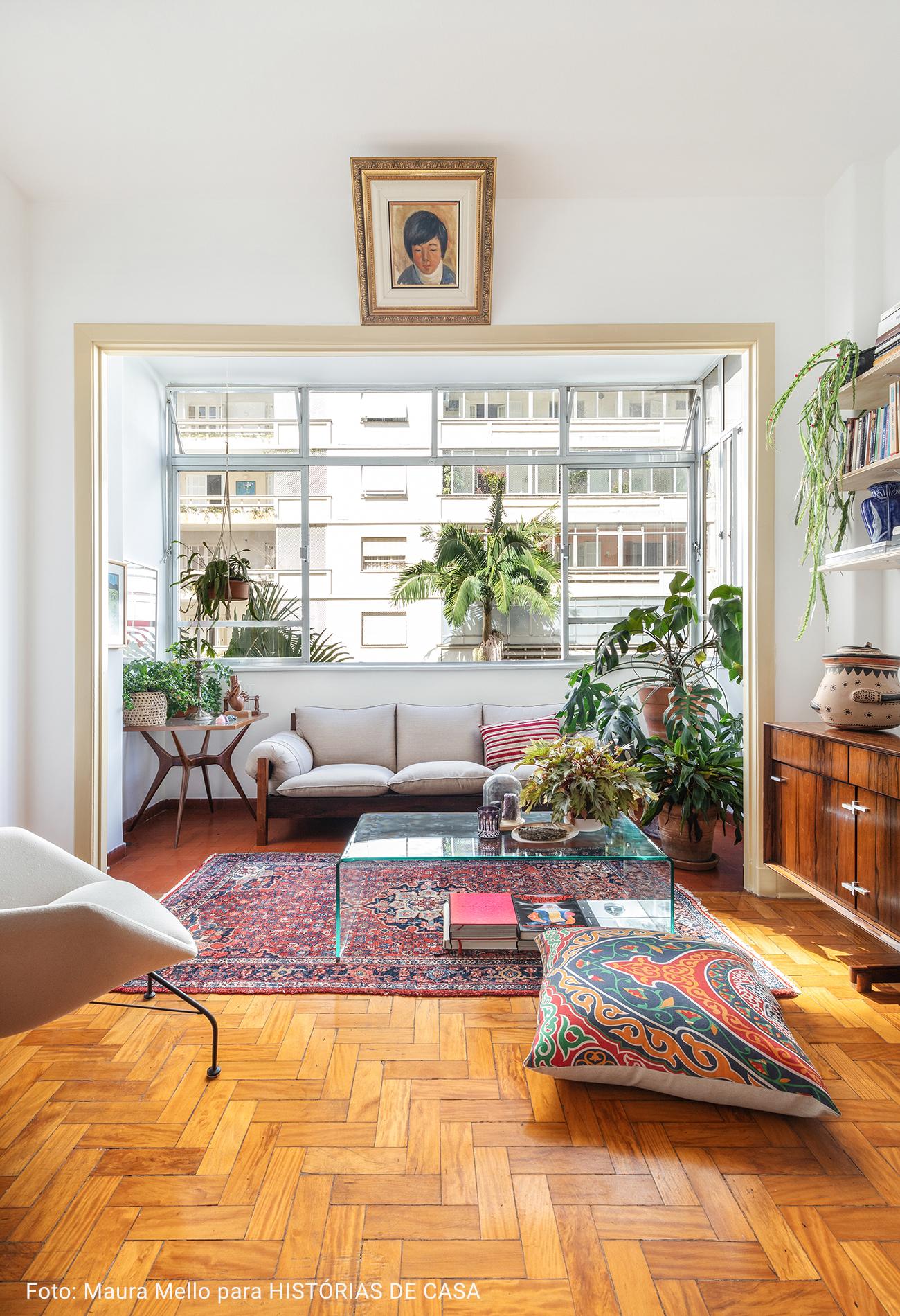 sala com tapete persa