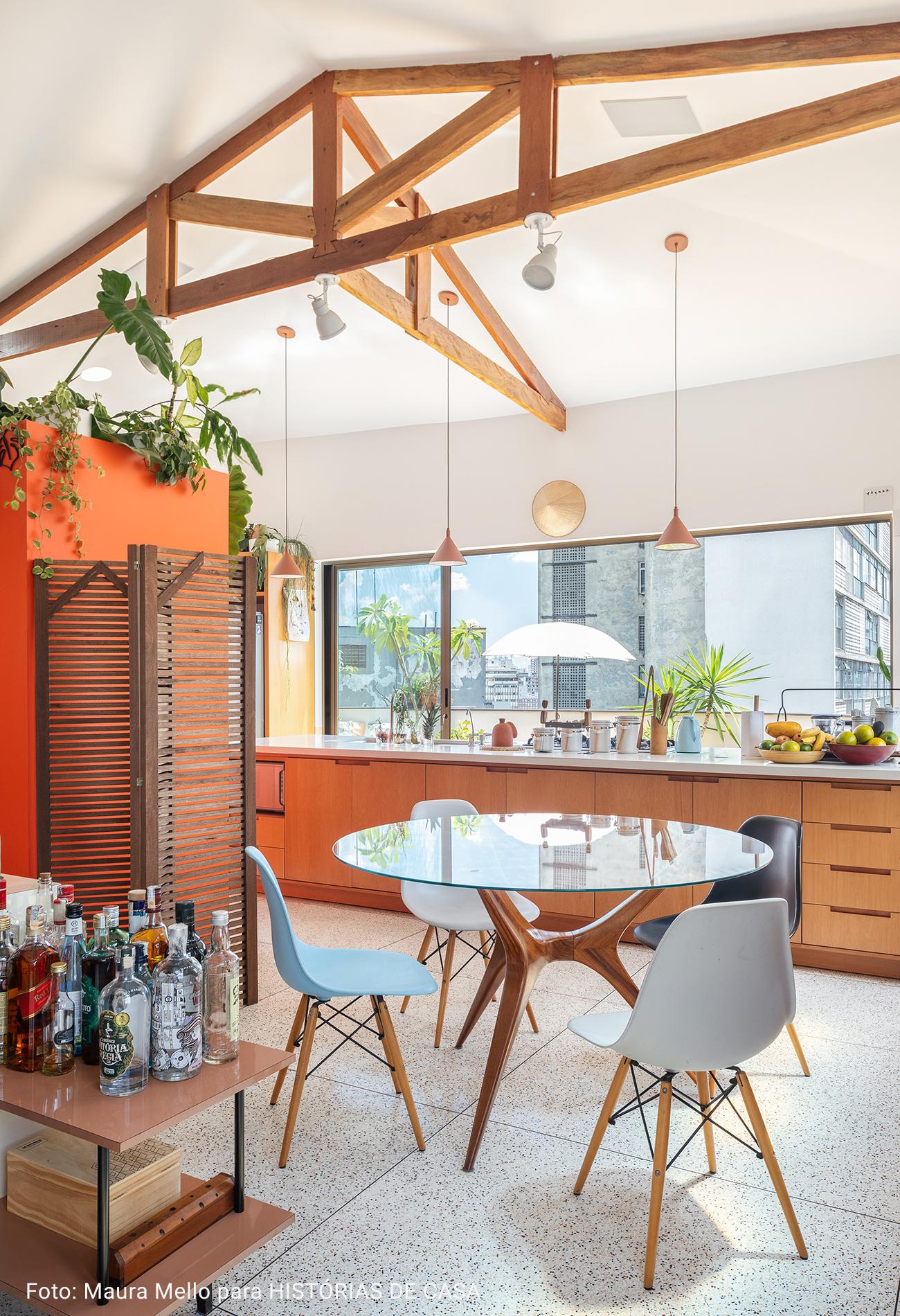 cozinha integrada com sala em cobertura