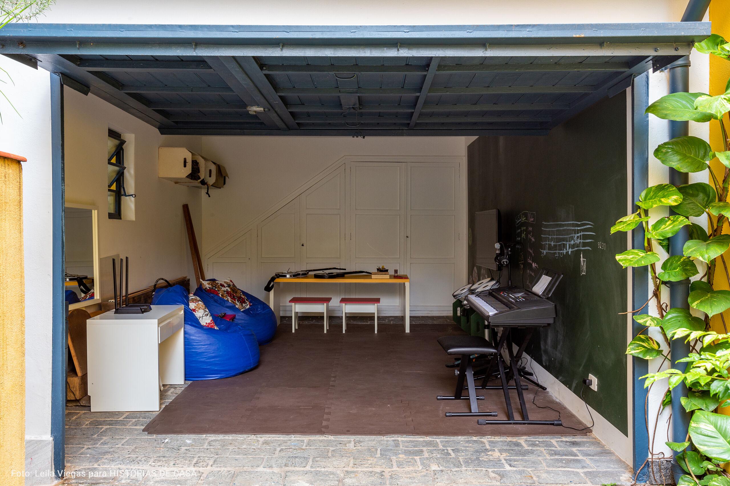 garagem utilizada como área de lazer