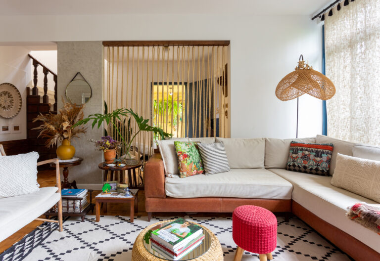 sala com tapete geométrico