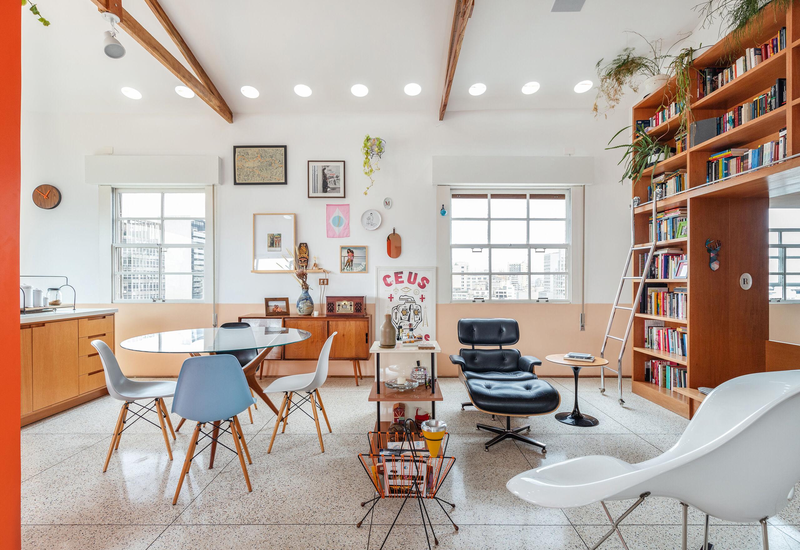 Apartamento iluminado com piso de granilite branco