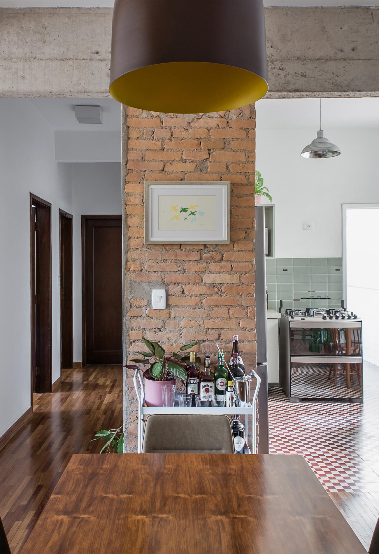 Apartamento reformado com cozinha integrada