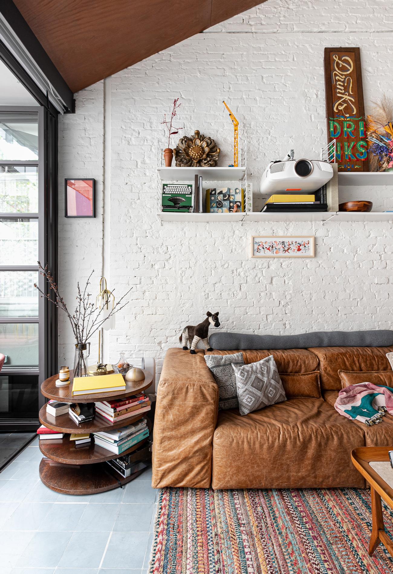 apartamento com tapete listrado