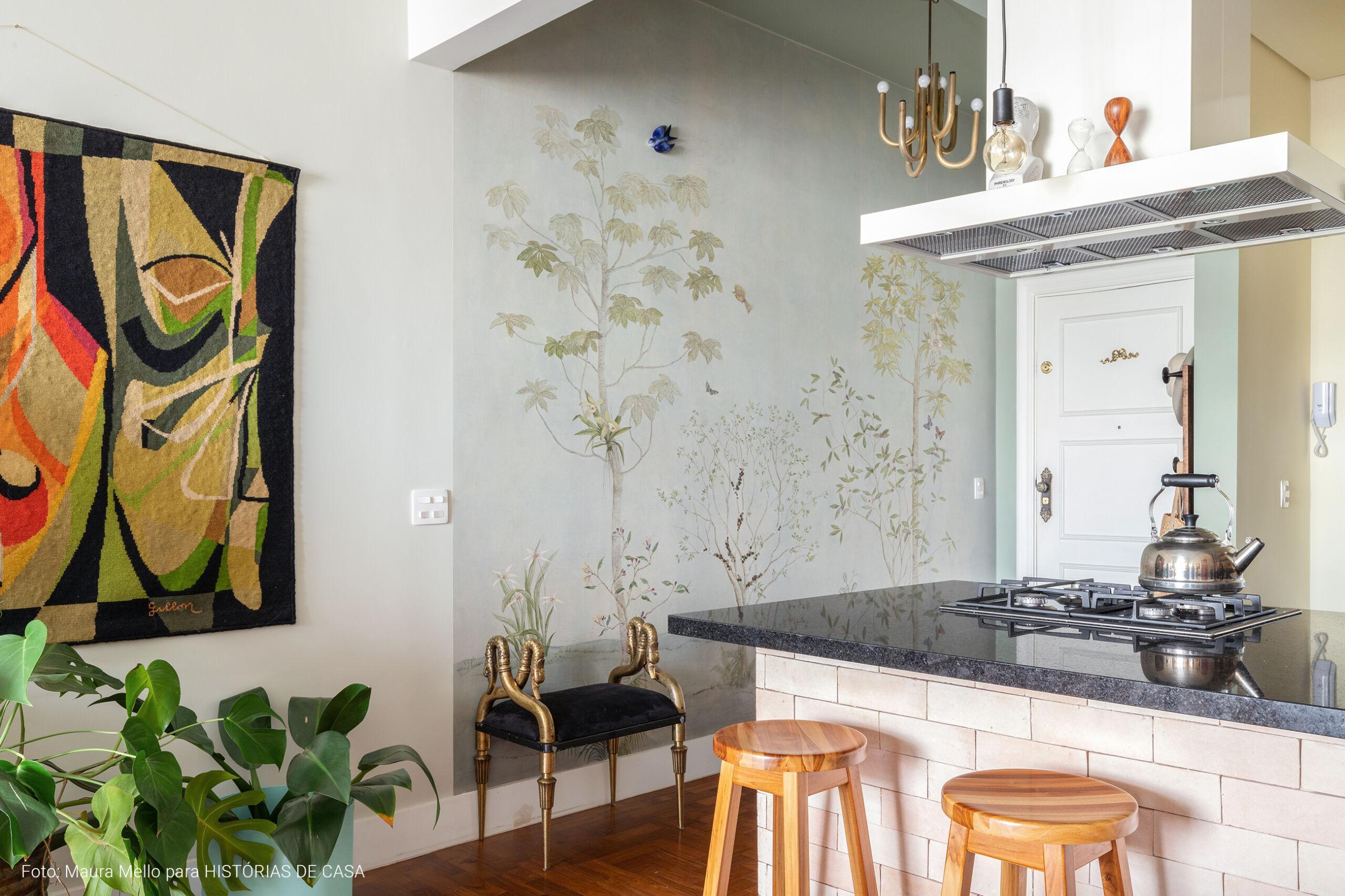 O apartamento colorido da maquiadora Vanessa Rozan