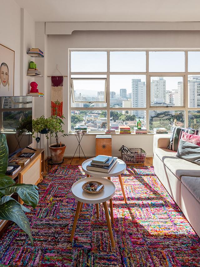 Apartamento alugado e colorido dividido por duas amigas