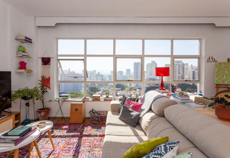 Apartamento colorido e alugado por duas amigas