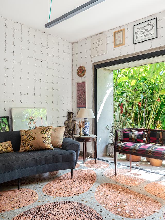A casa colorida da Clarice com piso de granilite
