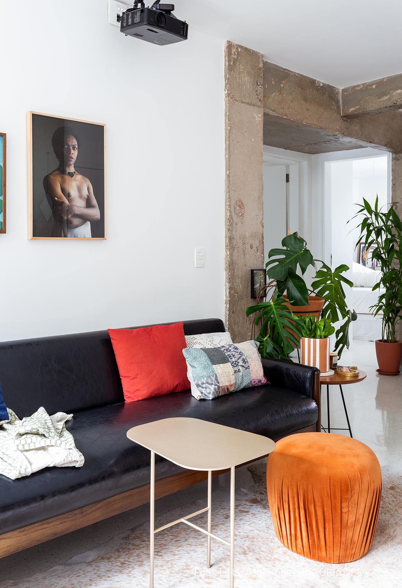 Apartamento com texturas naturais e cores claras