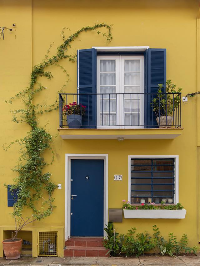 Casas com fachadas coloridas