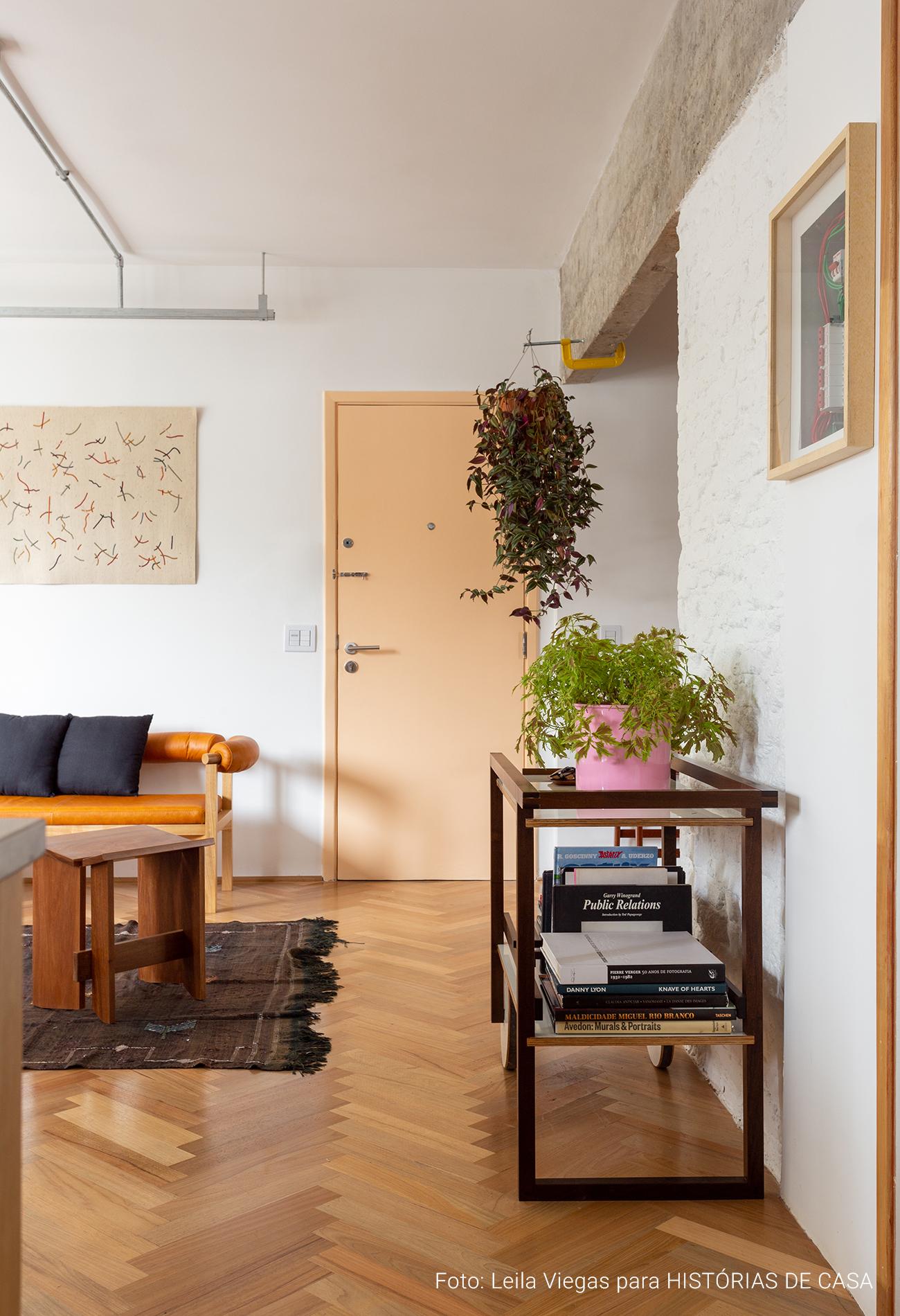 Apartamento rmodernista reformado em prédio antigo